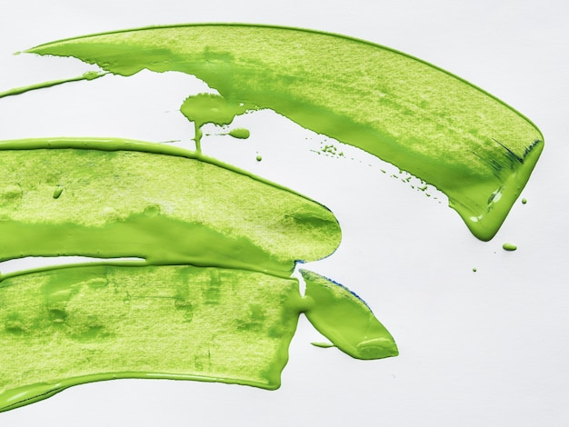 Traços verdes no fundo branco