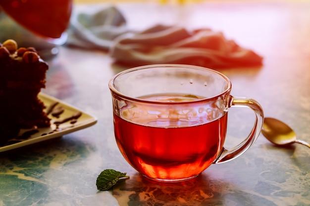 Tradicional inglês chá da tarde e bolo com chocolate