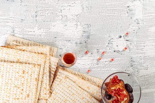 Tradicional judaica kosher matzo para pesah de páscoa