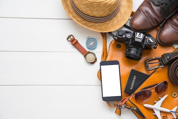 Trajes de acessórios de viagem para homens. passaportes, o custo dos mapas de viagem preparados para a viagem