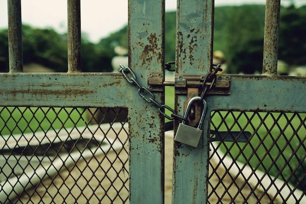 Trancar a porta, porta rocker fundo