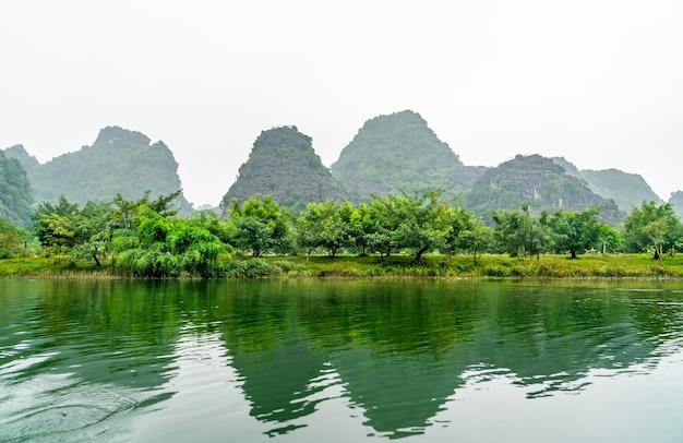Trang um complexo paisagístico cênico. no vietnã