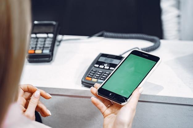 Transação de pagamento com smartphone