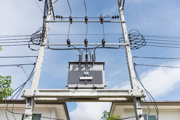 Transformador na alta estação de energia. alta voltagem