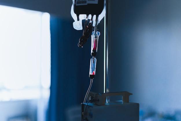 Transfusão de sangue em medicamento paciente em hospital