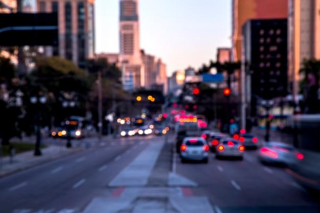 Trânsito na cidade de curitiba.