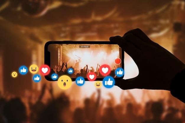 Transmissão de show ao vivo para mídia social online com reações do público