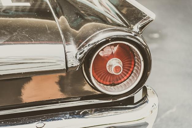 Transporte de automóveis retro da antiguidade do vintage