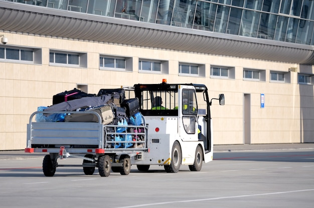 Transporte de carga no aeroporto.