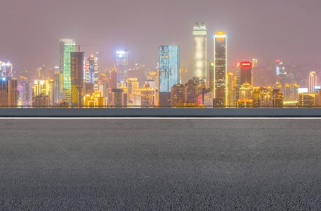 Transporte de luzes azul frente transporte asfalto