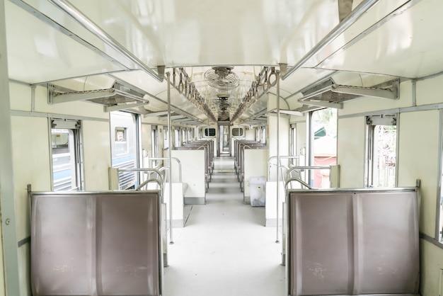 Transporte de passageiros de trem velho
