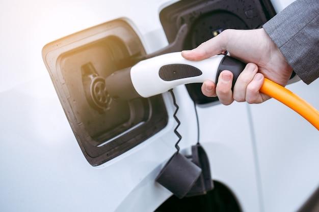 Transporte de pessoas em tecnologia moderna de carro ecológico