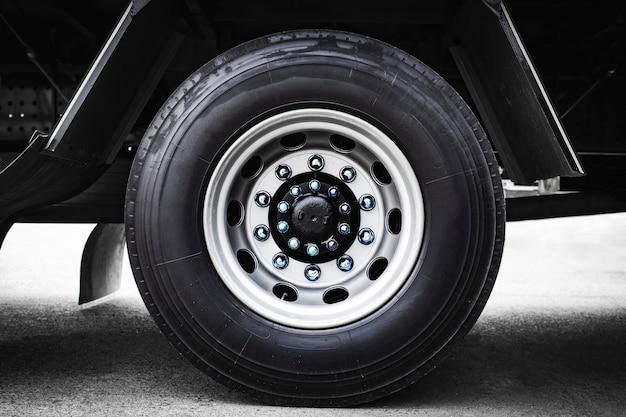Transporte de rodas de caminhão e caminhão de pneu