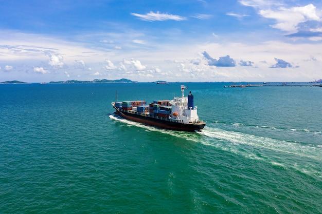 Transporte marítimo de contêineres de importação e importação internacional de negócios no mar