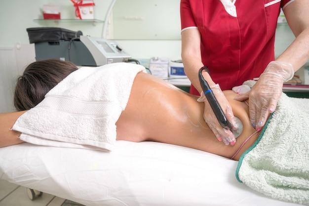 Tratamento corporal por radiofrequência em salão de beleza