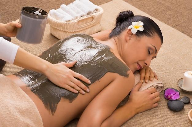 Tratamento de argila verde no spa