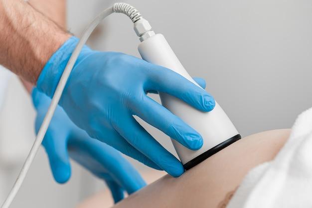 Tratamento de contorno corporal de cavitação por ultrassom.