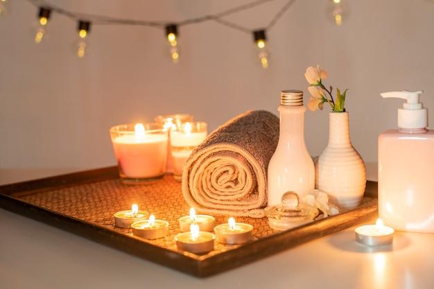 Tratamento de spa de beleza com velas