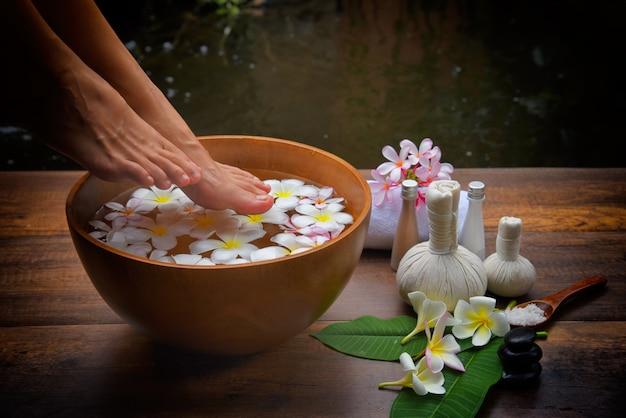 Tratamento de spa e produto para pés femininos