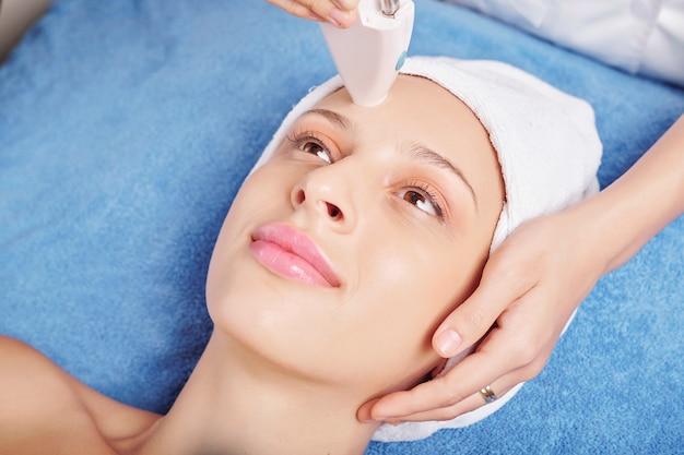 Tratamento facial a laser