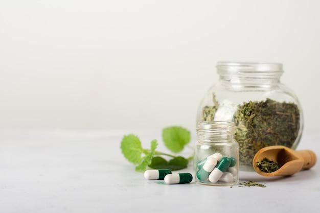 Tratamento médico de close-up em cima da mesa