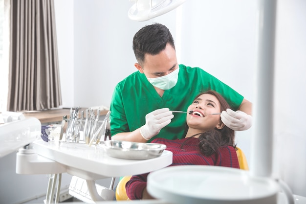 Tratamento médico no consultório do dentista