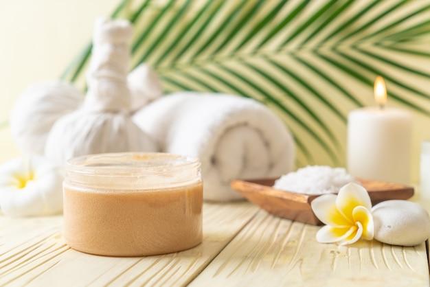 Tratamentos de spa em mesa de madeira