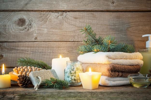 Tratamentos de spa na mesa de madeira