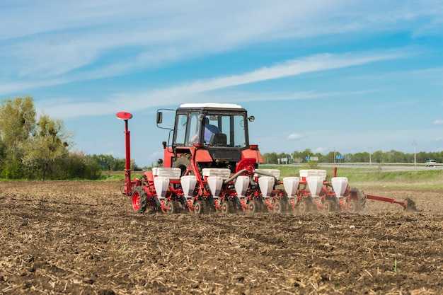 Trator agrícola semeador