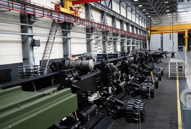 Trator de rodas pesado na montagem