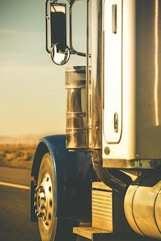 Trator semi-caminhão