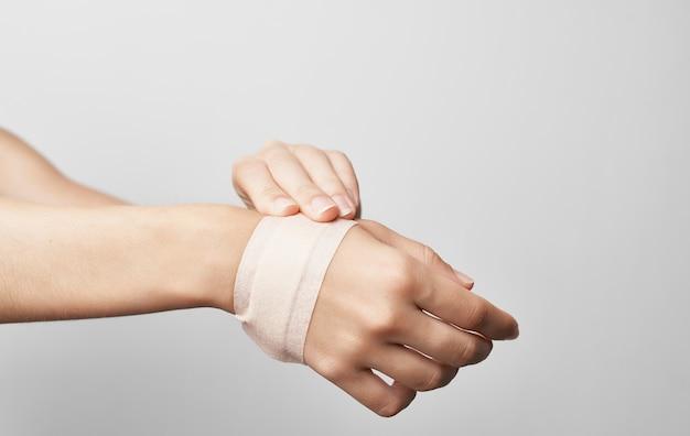 Trauma nos pés enfaixados problemas de saúde remédio tratamento