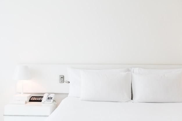Travesseiro na cama