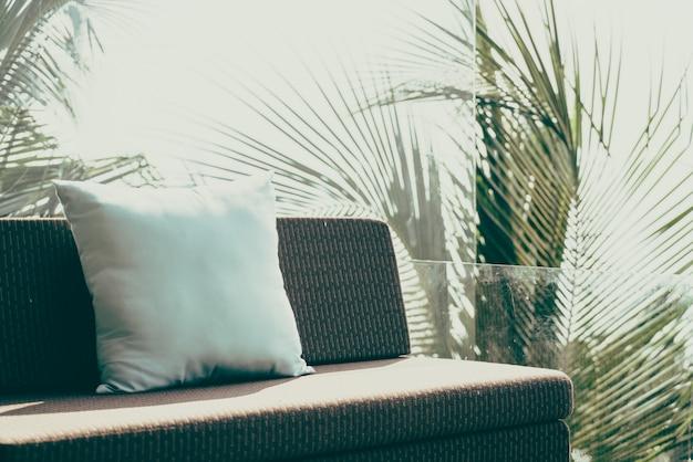 Travesseiro no sofá