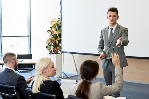 Treinador de negócios no seminário