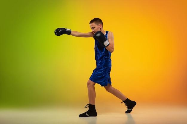 Treinamento de boxeador profissional adolescente