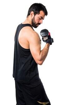 Treinamento de elevação saudável homem latino