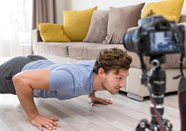 Treinamento de fitness gravação adulto masculino
