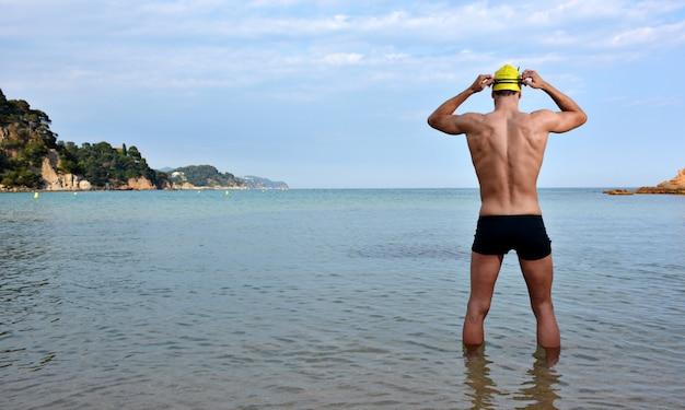 Treinamento de nadador na praia
