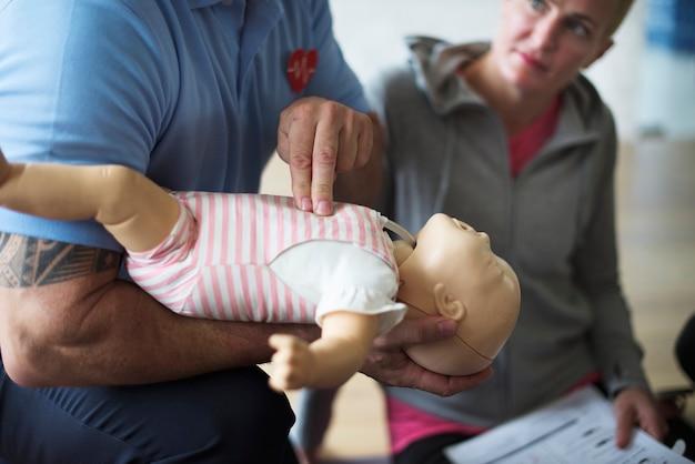 Treinamento de primeiros socorros cpr bebê