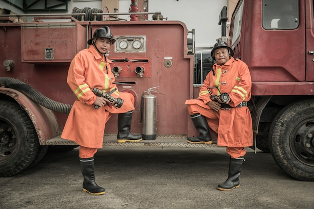 Treinamento e prática de planos de prevenção de incêndios, armazenamento de gás glp.