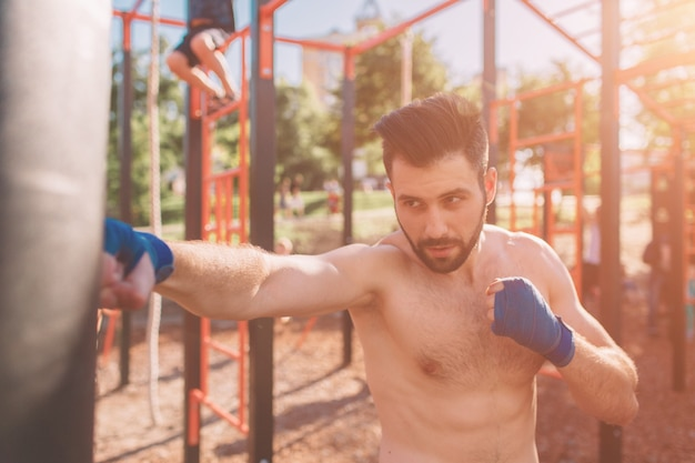 Treino de boxe jovem