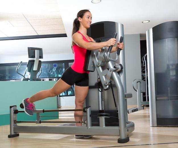 Treino de mulher ginásio máquina de exercício glute