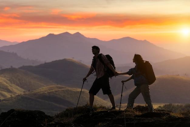 Trekking, camping e conceito de vida selvagem.