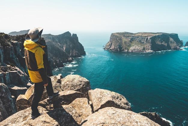 Trekking na península de tasman, tasmânia, austrália.
