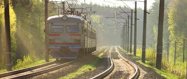 Trem na linha férrea