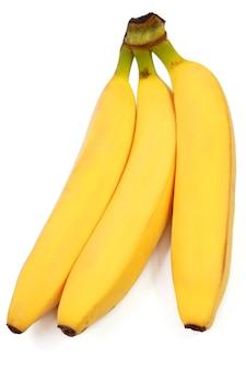Três bananas maduras isoladas no fundo branco