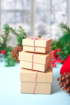 Três caixas de presente de natal.
