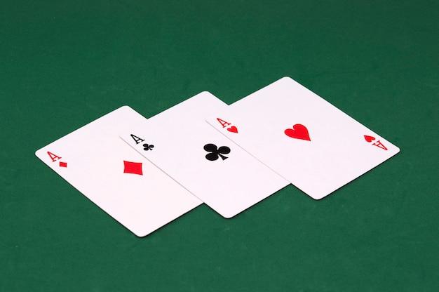 Três cartas de ás de poker
