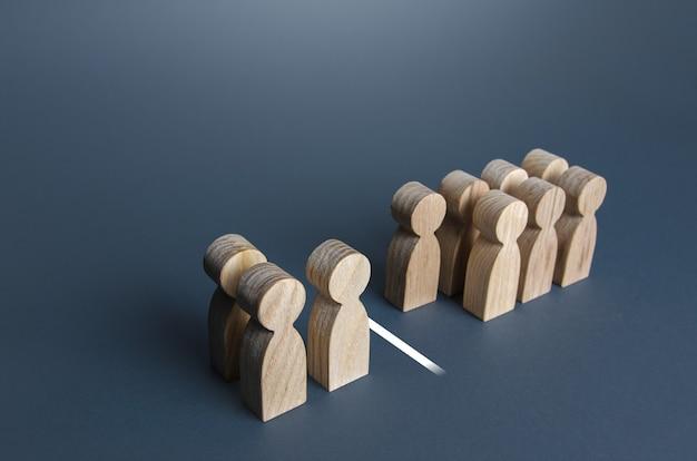Três em cada dez pessoas separadas por uma linha visualização de dados estatísticos